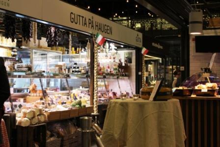 Mathallen Food Hall in Vulkun, Oslo